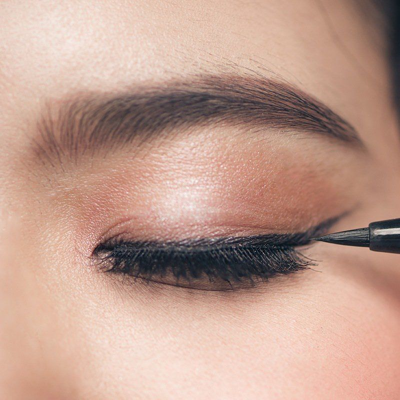 eyeliner with eyelash extensions 77373
